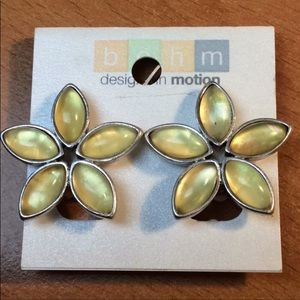 NWT Yellow Flower Floral CLIP Earrings